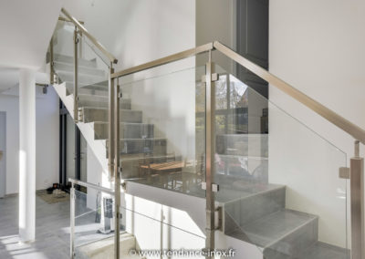 rampe d'escalier inox verre