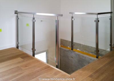 Garde-corps inox carré verre plein
