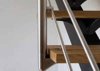 Garde-corps inox 4 sous lisses pose en applique sur marches escalier