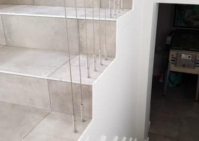 Garde-corps verre et câbles verticaux